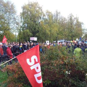 Ankunft an der Weser-Ems-Halle - SPD gut sichtbar.
