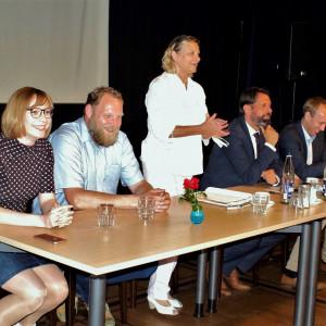 Claudia Ellberg begrüßt die Gäste