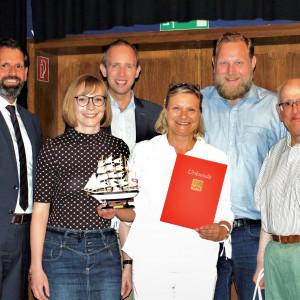 Claudia Ellberg für 25 Jahre Mitgliedschaft geehrt - Gruppenfoto mit den Laudatoren
